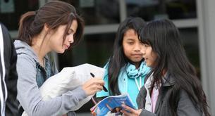 Selena Gómez echa de menos a Justin Bieber al aterrizar en Canadá