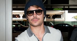 Zac Efron se deja bigote