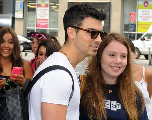 Joe Jonas y Renee Bargh, ¿solo amigos?