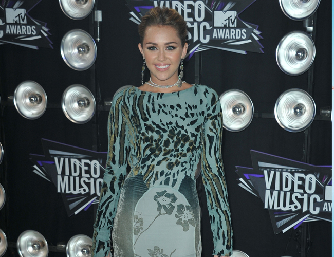Vídeo: Miley Cyrus llegando a los MTV Video Music Awards 2011