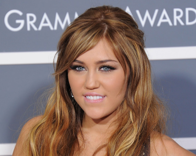 los premios de miley cyrus en wikipedia red17