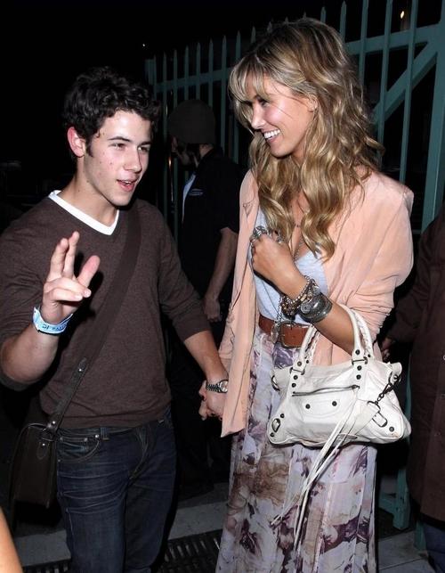 Joe Jonas aprueba la relación de Nick y Delta Goodrem