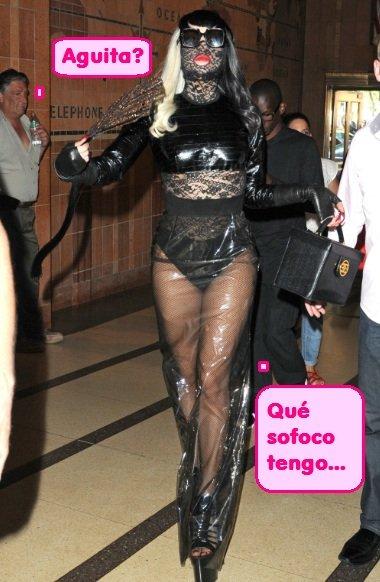 Lady Gaga el no va a más: 'encajada' y envuelta en 'celofán'