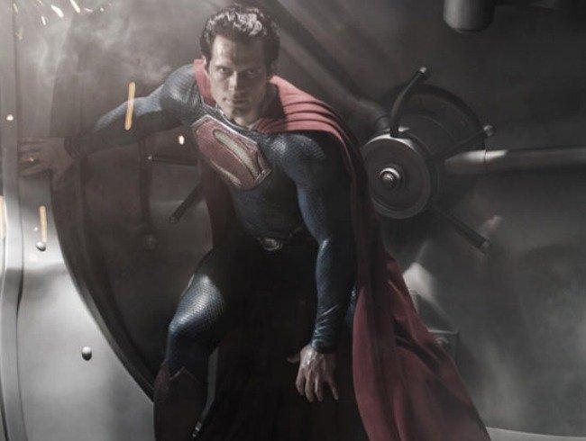 Ya tenemos a Henry Cavill de Superman... ¡Rescátame, macizo!