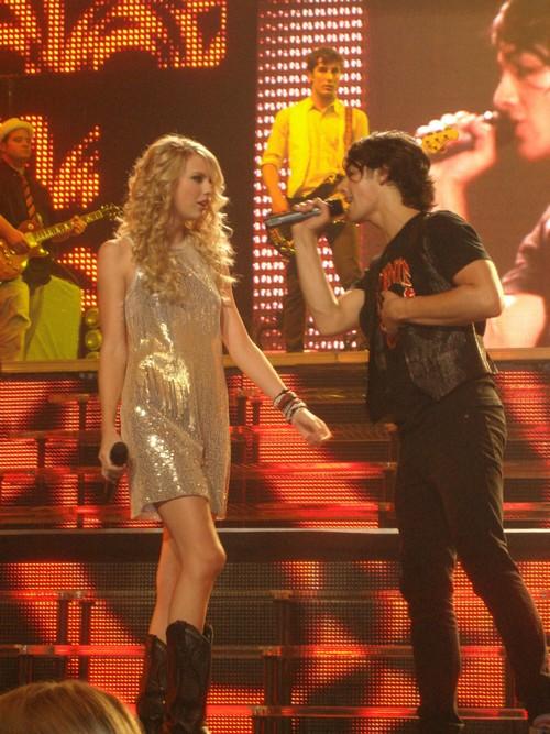 Joe Jonas quiere regresar con Taylor Swift