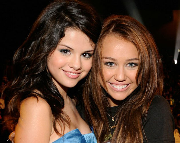 Copia Selena G Mez A Miley Cyrus