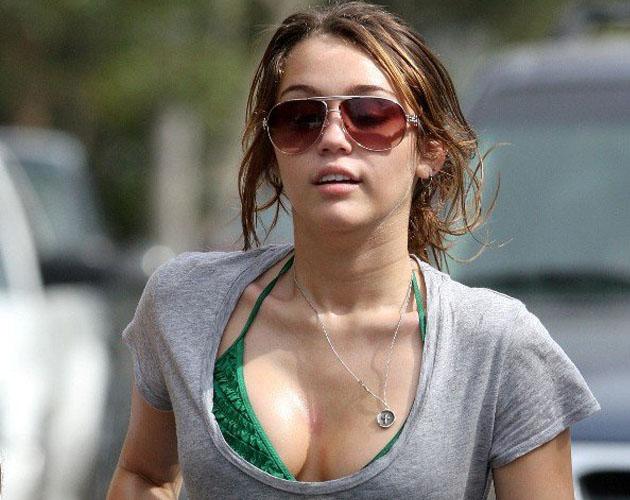 Video robado a Miley Cyrus Chupando una pija -