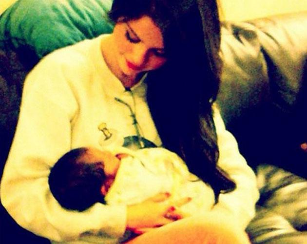 Selena Gómez en plan madre con el bebé de su amiga